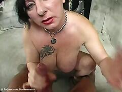 I make a blow job to my master when masturbating me and he cums on my bitch face